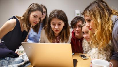 Au început înscrierile în cea mai mare competiție de tehnologie dedicată fetelor - Technovation Girls 2020