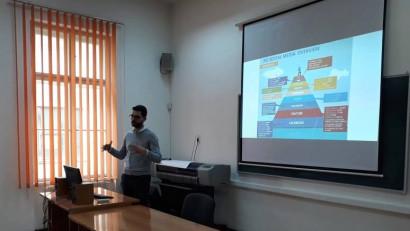 Studenții de la Comunicare și relații publice și Media digitală au șansa de a învăța practic marketing online de la specialiști