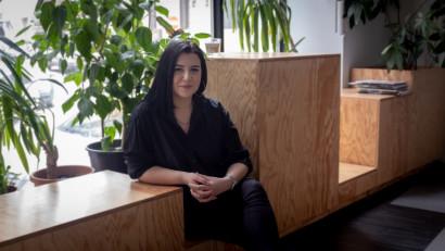[Trenduri 2020] Alecsandra Apostolescu: Mi-ar plăcea să redescoperim o limbă mai colorată, mai puțin via Pipera și mai mult via Drumul Taberei