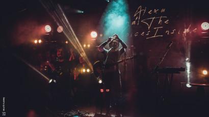 [Single de România] Alexu and The Voices Inside: Contează să țin legătura cu oamenii. Am susținut deja câteva live session-uri de la mine de acasă