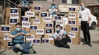 Peste 35.000 de viziere donate până acum de Rubin 2000. Printr-un parteneriat cu Platforma UNITED, o inițiativă UNTOLD Nation, 6000 de viziere ajung în Maramureș
