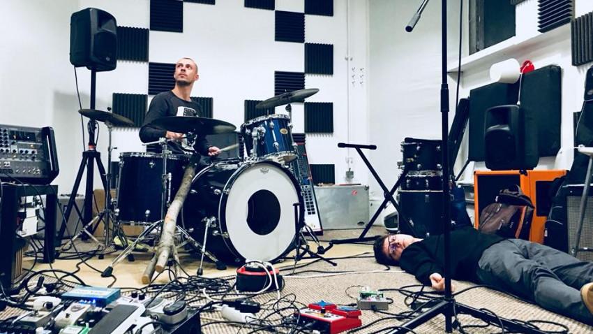 [Single de Romania] Dragos Crifca, Dor Marunt: E important ca artistii sa continue sa isi faca simtita prezenta prin livestream