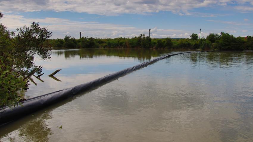 Ziua Mondială a Mediului, sărbătorită la Craiova prin montarea pe râul Jiu a unei bariere plutitoare pentru colectarea deșeurilor