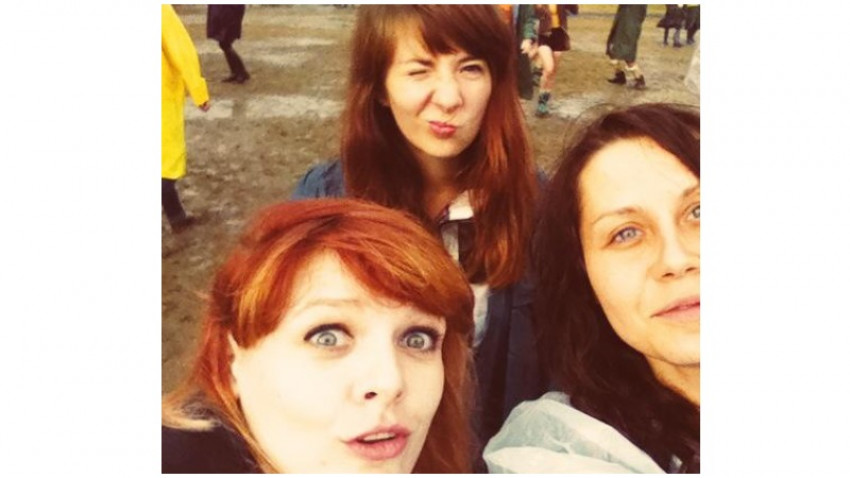 [Gif Art] Silvia Dragoș, Elisabeth Gaspar și Orbán Eszter: Lucrand la gif, am rememorat amintirile avute la diverse festivaluri dansand in ploaie, razand in hohote si bucurandu-ne de muzica buna