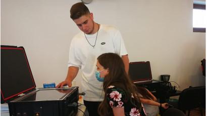 Agenția Ideologiq, în parteneriat cu Asociația Autism Voice, dezvoltă proiectul Digital Therapy for Autism finanțat de OMV Petrom