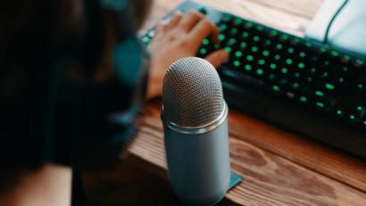 Urmareste online Podfest, prima conferintadespre podcasturi din Romania
