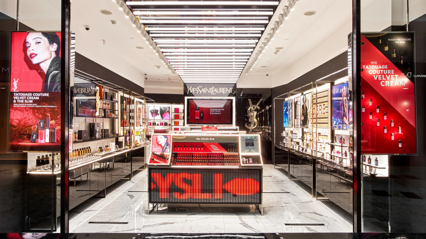 Yves Saint Laurent Beauty a deschis primul boutique din Europa, la București, în Băneasa Shopping City