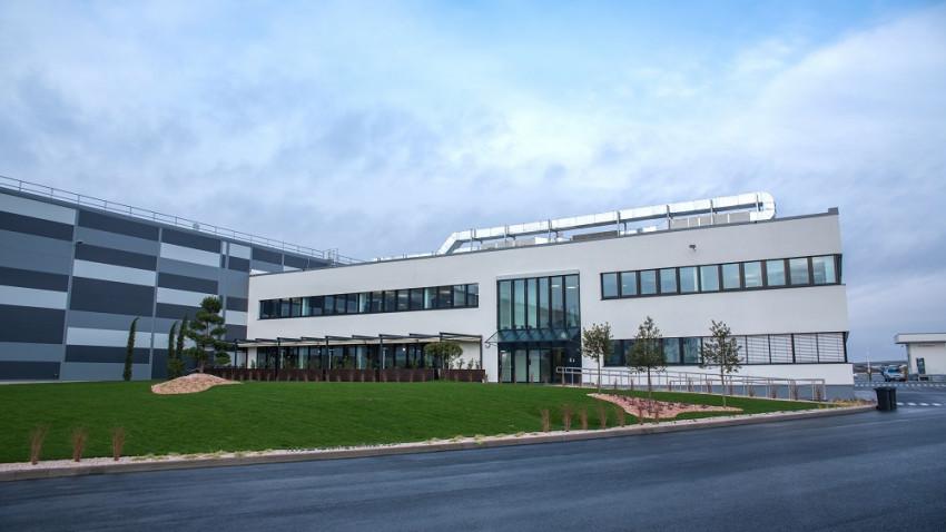 Lidl devine retailerul cu cele mai sustenabile clădiri din România, având în portofoliu un magazin, clădirea de birouri a sediului central și un depozit cu cele mai mari punctaje din țară conform standardelor BREEAM International New Construction