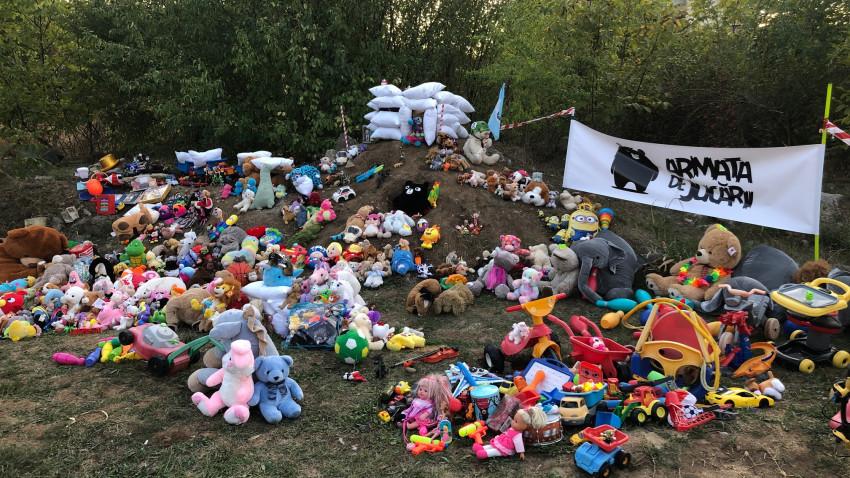 Armata de Jucării a învins într-o bătălie importantăîn lupta pentru salvarea parcului din cartierul ANL Constantin Brancuși