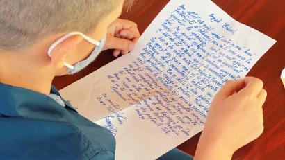 Alexandru Tomescu, Ana Blandiana, Dumitru Budrala, Ivan Patzaichin, Dan Perjovschi, Marius Manole și alte 20 de personalități le-au trimis elevilor scrisori scrise de mână la startul unui an școlar special