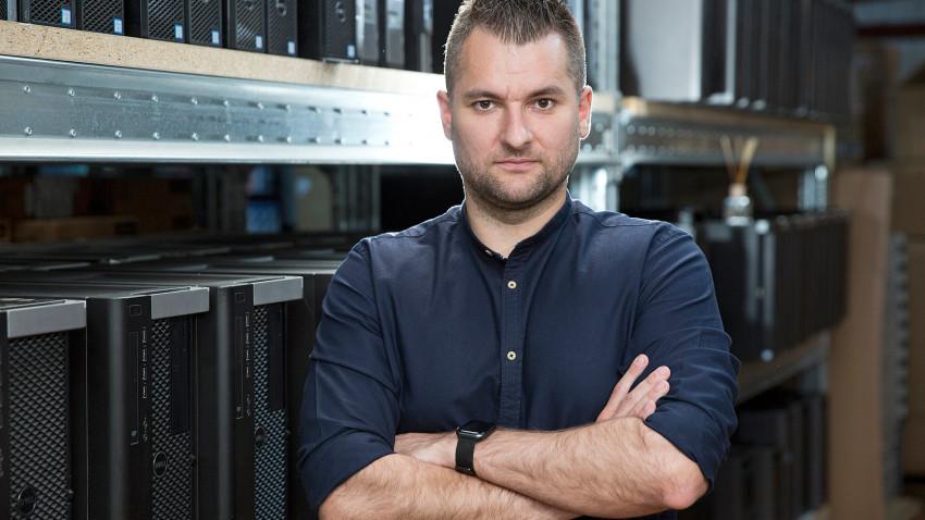 Radu Moți, Server Config: O stație grafică nu este doar o mașinărie care procesează date, ci este ceva personal