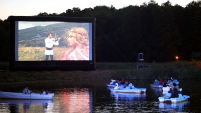 """Filmul """"Transalpina, drumul regilor""""aplaudat din bărci, minute în șir, la Astra Film Festival"""