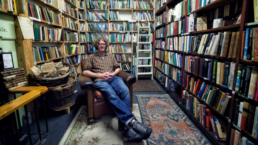 Shaun Bythell, librarul mizantrop: Am devenit antisocial după câțiva ani de stat de vorbă cu clienți care pun aceleași întrebări zi de zi