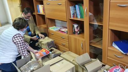Grădinarii au acum o bibliotecă nouă cu cărți pentru copii și părinți