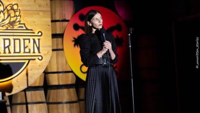 [Stand-up pe bune] Teodora Nedelcu: Nu mai scriu doar cand am inspiratie, scriu aproape zilnic, doar ca nu tot ce scriu ajunge la public