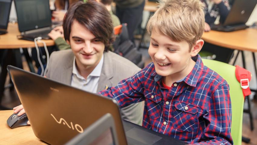 Code School Clubs este partener național al celui mai mare eveniment educațional din lume, Hour of Code