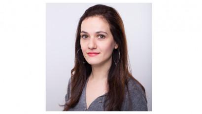[Cine a furat Craciunul] Irina Becher: Nu cred că ne mai deranjează clișeele cu oameni fericiți care zâmbesc fără motiv sau familia îmbrăcată în pulovere cu motive festive