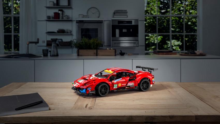 """LEGO® TECHNIC™ FERRARI 488 GTE """"AF CORSE #51"""" introduce fanii brandului în lumea plină de adrenalină a curselor de viteză pe circuit"""