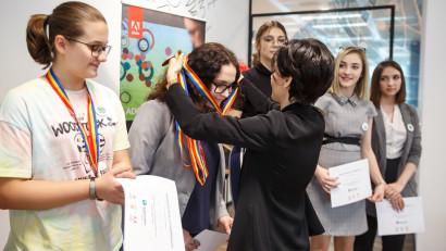 Au început înscrierile în cea mai mare competiție de tehnologie dedicată fetelor - Technovation Girls 2021