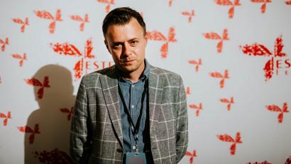 [Netflixizarea] Cătălin Olaru: Netflix, în măsura în care stă cu sicriul cinema-ului în față și cu mâna plină de cuie, încă nu și-a luat inima în dinți să înceapă să le și bată