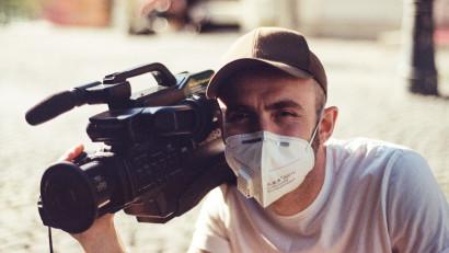 [Regizor în 30 sec] Tom Wilson: Am făcut prima filmare prin Zoom, o experiență cu totul nouă