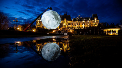 """Lights in the Park - Luna și Planeta Marte pot fi """"explorate"""" în parcurile IULIUS"""