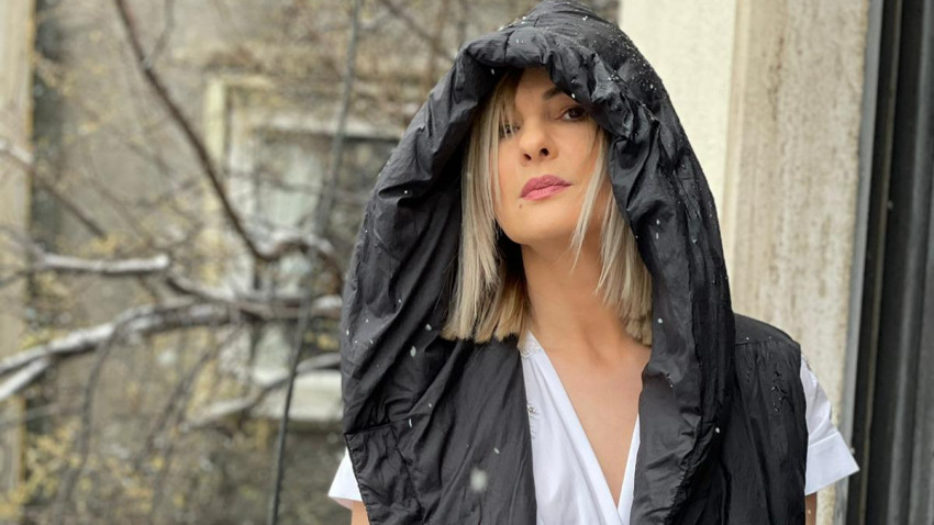 """Ioana Flora: """"Fragile"""" vorbește despre ce înseamnă să fii femeie în societatea noastră actuală. Fără să judece, fără să excludă, fără să se laude"""