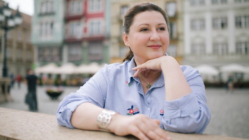 [Ca vlogu-n bucate] Laura Laurențiu: Devine un trend să ai o brumă de educație culinară, să onorezi ingredientele, să te preocupe proveniența mâncării și sustenabilitatea