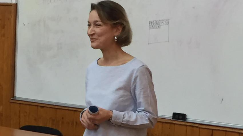 [Profesori altfel] Raluca Alexandrescu: Mai e mult de lucru în domeniul formării profesorilor, pornind de condiția fundamentală a asumării caracterului vocațional al meseriei