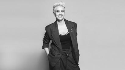 [Youniverse] Ioana Ciolacu: Găsirea de soluții creative stă la baza dezvoltării mele. Noutatea tehnologică e o temă care mă inspiră acum