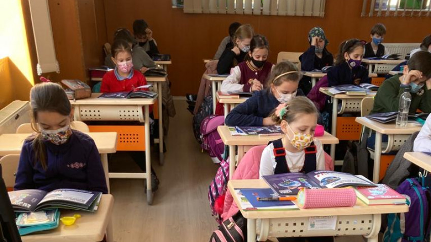 Eroii FAST, proiectul educațional internațional implementat în școlile din România celebrează copiii care pot deveni eroii bunicilor lor
