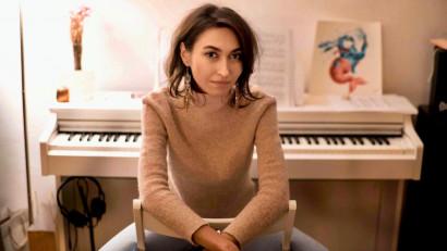 [Obsesii part-time] Alexandra Juvină: Am găsit un punct comun între muzică și advertising pe care l-am și explorat când am compus muzică pentru câteva reclame