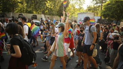 Marșul Bucharest Pride s-a desfășurat fără incidente în Capitală. 10.000 de persoane au sărbătorit pe Calea Victoriei