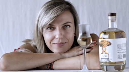 [Creative Business] Irina Mărășoiu: Tata, în omagiul căruia am numit brandul nostru, deține secretul distilării și are grijă de livezile familiei, care asigură majoritatea materiei prime