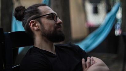 Bogdan Untilă: Ce fel de încredere are un om care se suie pe scenă, fără nimic pregătit?
