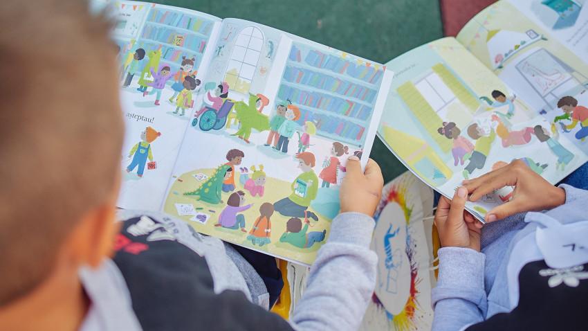 Citește-mi 100 de povești! – Asociația OvidiuRo a lansat anul doi al programului național de stimulare a lecturii în grădinițe și în familie
