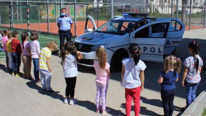 """""""Creștem în siguranță""""copiii, cu povestiri audio polițiste și materiale didactice noi"""