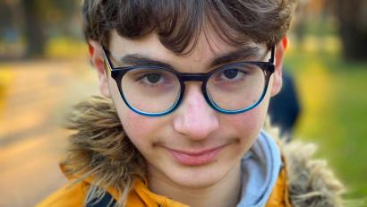 David Stescu, un fotograf de 15 ani fotografiază copii, tineri și adulți cu tulburări din spectrul autist