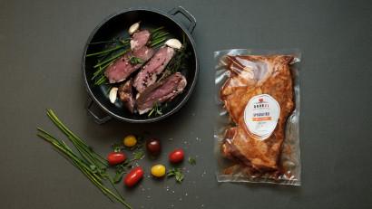 Studiu Obor21.ro: Jumătate dintre români consumă zilnic carne și preparate din carne.75% sunt dispuși să plătească mai mult pentru carnea de la țară