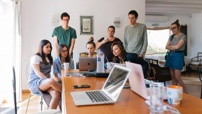 Studiu național:Provocările Generației Z, în 2021: lipsa resurselor și a educației financiare, ghidarea în carieră și gestionarea emoțiilor