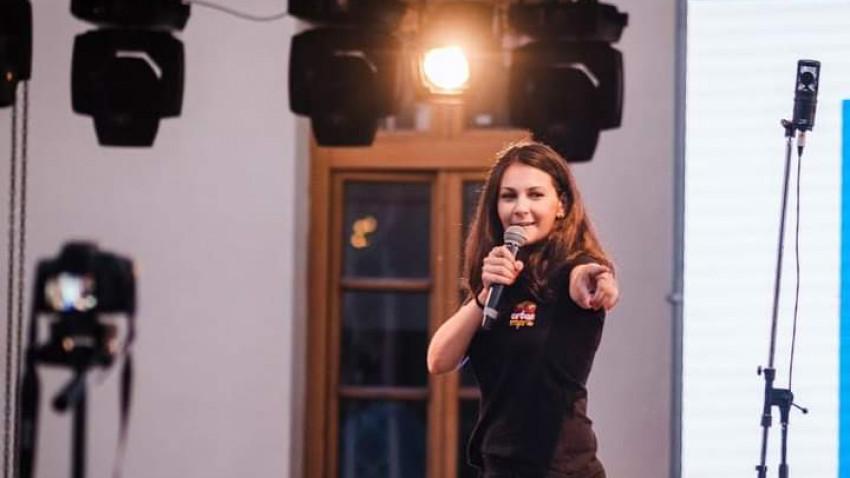 Mihaela Georgescu: Improvizația e alchimie. Iei o sugestie și o transformi într-o poveste, într-o lume nouă, într-un Univers paralel și o faci în fața publicului. Instant!