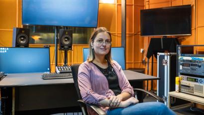 Laura Lăzărescu - Thois: Lumea are nevoie de artiști la fel de mult cum are nevoie de profesori, medici, arhitecți sau avocați