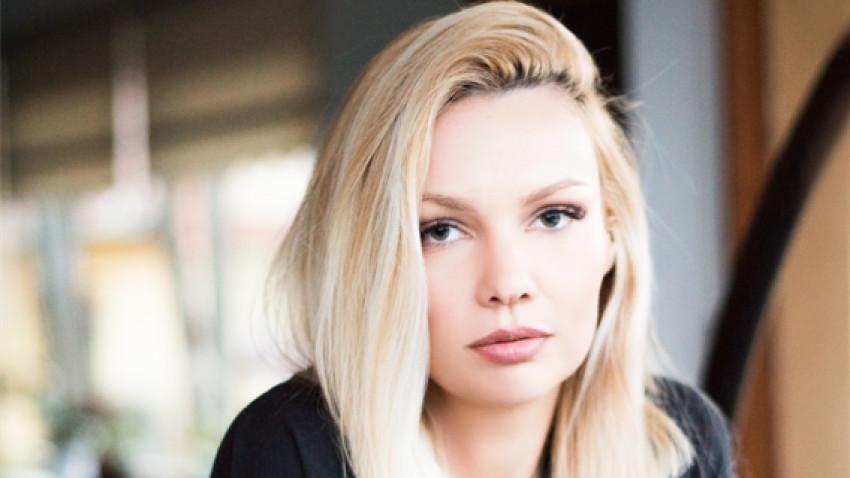 [New Vintage] Iulia Maria Popescu: Cred că cel mai sustenabil ar fi să nu mai dăm o așa mare importanță trendurilor, să purtăm haine care chiar ne reflectă personalitatea